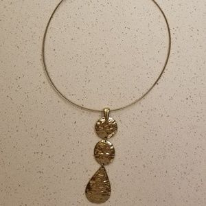 Jewelry - Gold drop necklace